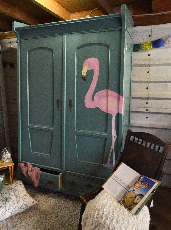 Linnenkast Flamingo. Handbeschilderde kast - restyled furniture - unieke kast - handpainted. www.uitdeschuur.nl