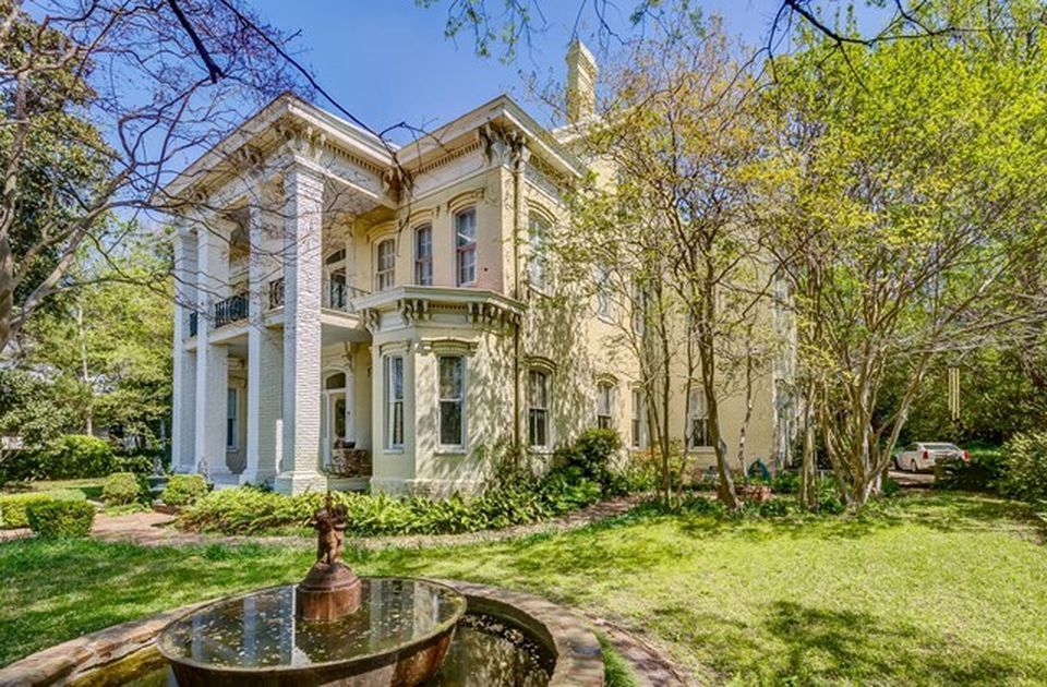2309 Pearl St Vicksburg Ms 39180 Mls 137853 Zillow Mansions Vicksburg Victorian Homes Exterior