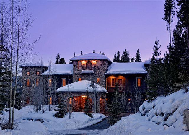 Planning A Ski Trip Or Winter Vacation Breckenridge Colorado Is A Must Breckenridge Vacation Rentals Rooftop Patio Vacation Rental