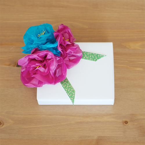 Make Little Tissue Paper Flowers To Decorate Gifts Wedding Favors