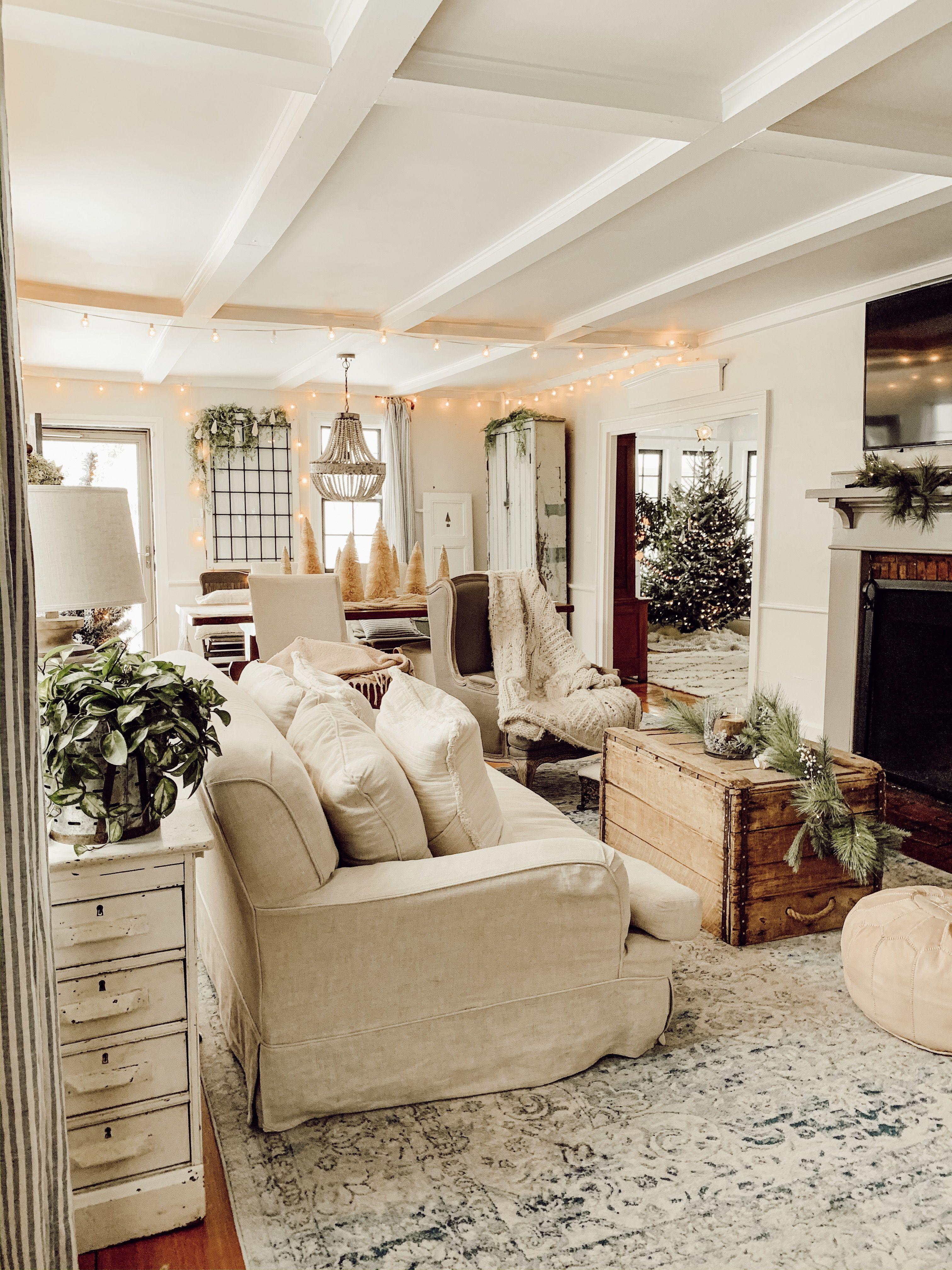 Gorgeous Rustic Vintage Cottage Farmhouse Christmas Farmhouse Style Living Room Farm House Living Room Cottage Living Rooms