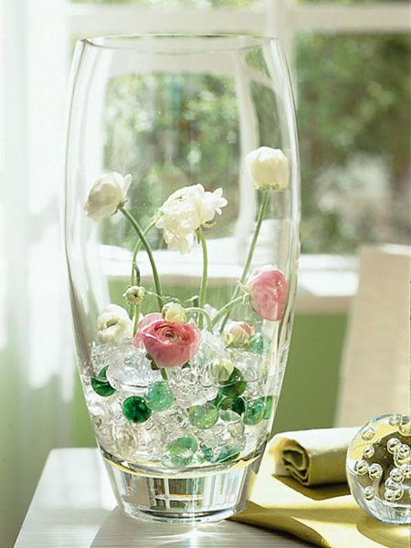 Summer decorating ideas artificial ice cubes glass marbles for Artificial flower vase decoration ideas
