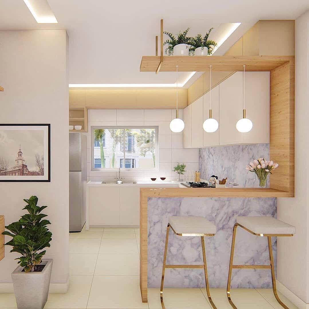 Dapurnya cantik ditambah 3 lampu di atas meja makan
