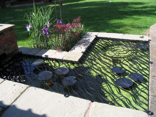 Pond cover with water lily decoration progetti da for Pesci per laghetti esterni