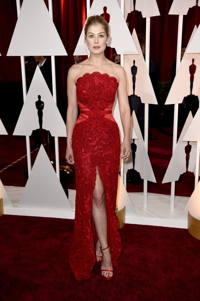 Rosamund Pike at the 2015 Oscars in Givenchy.