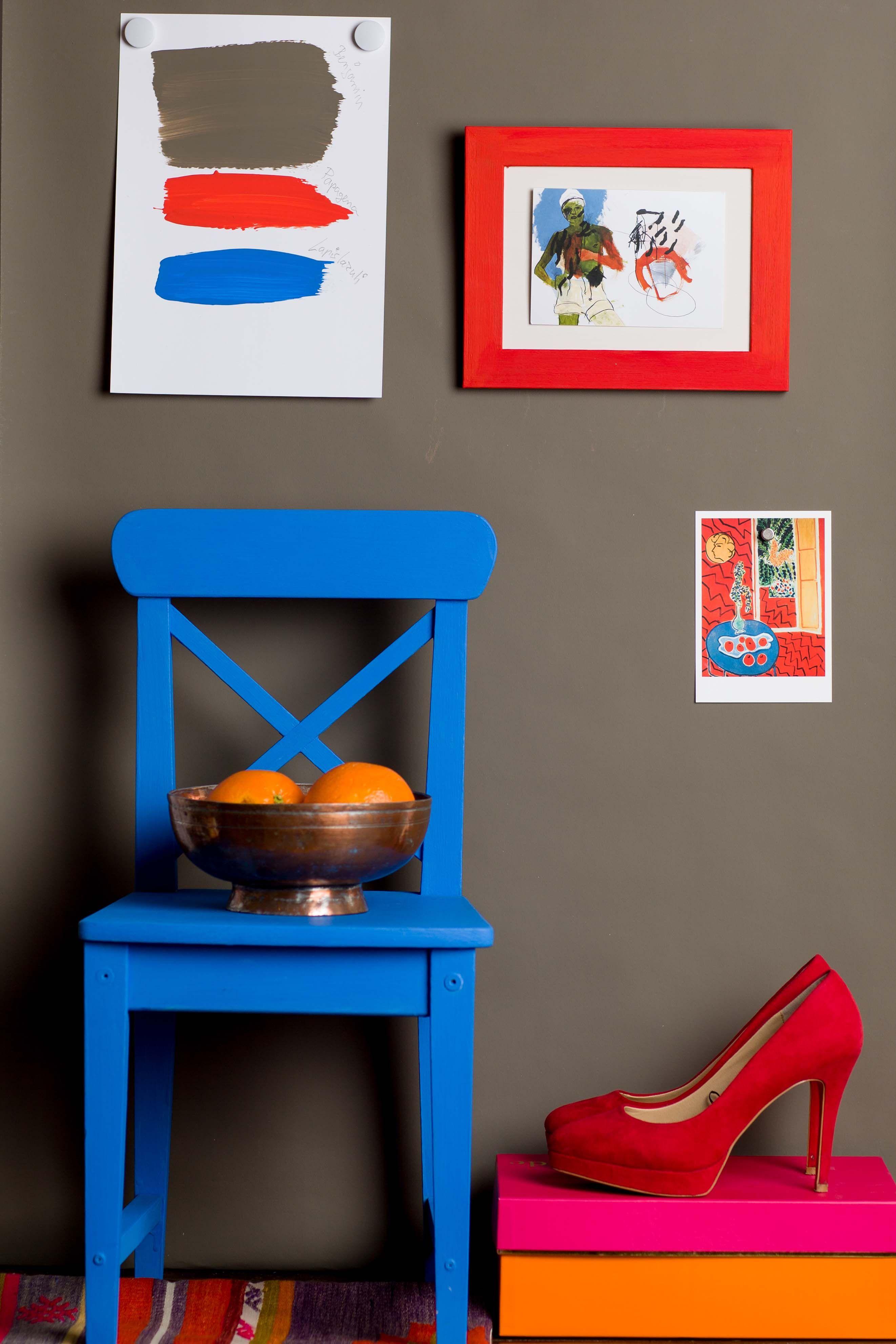 Benjamin\' als Wandfarbe kombiniert mit \'Lapislazuli\' (Stuhl) und ...