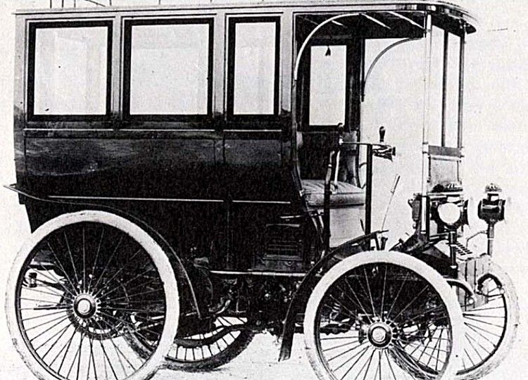 Peugeot Type 20, voiture routière de 1897  La Peugeot Type 20, photo d'époque, cette automobile de collection fut construite de 1897 à 1900, la Peugeot Type 20 de 1897 mesure 1.55 mètres de large, 2.7 mètres de long, et a un empattement de 1.65 mètres.