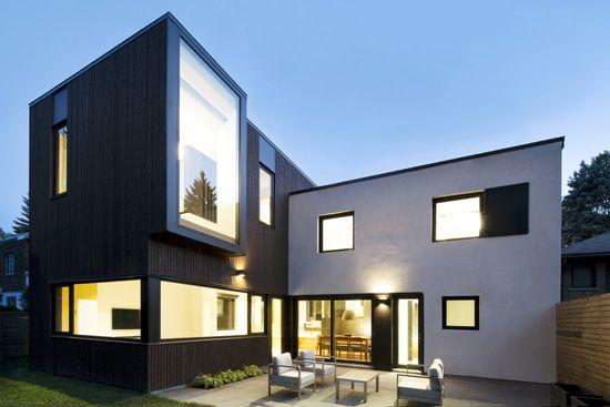 Plutôt que de démolir une maison moderniste en béton des années 50 une jeune famille