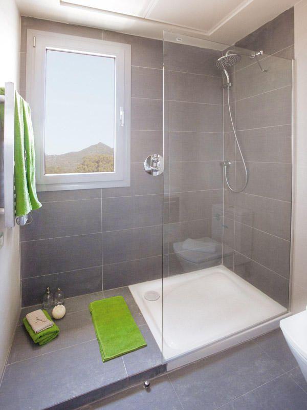 Un piso de 60 m2 con personalidad | Bath design, Bath and Shower doors