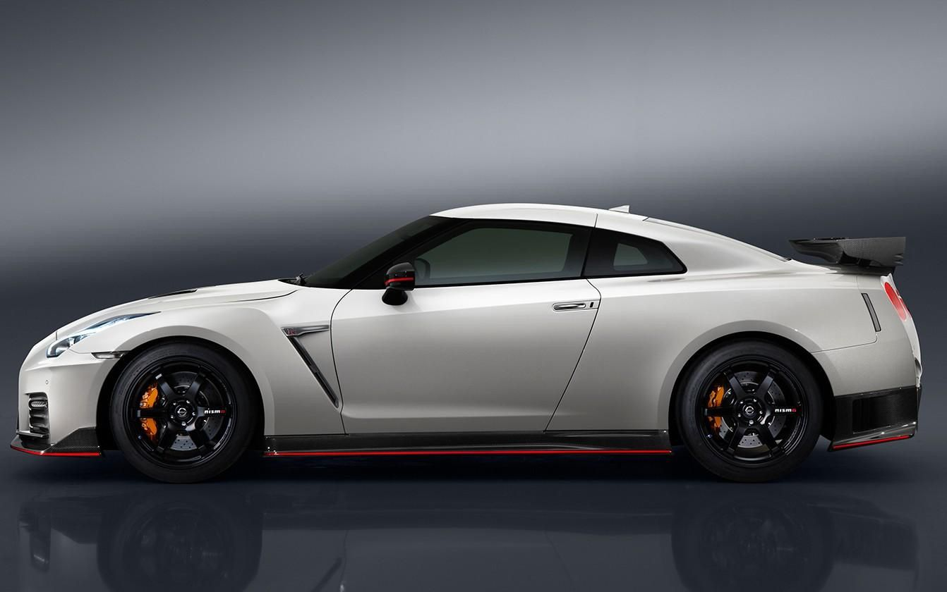 2017 Nissan Gt R Nismo Price Jumps 25 000 To 176 585 Nissan Nismo Nissan Gtr Nismo Nissan Gtr