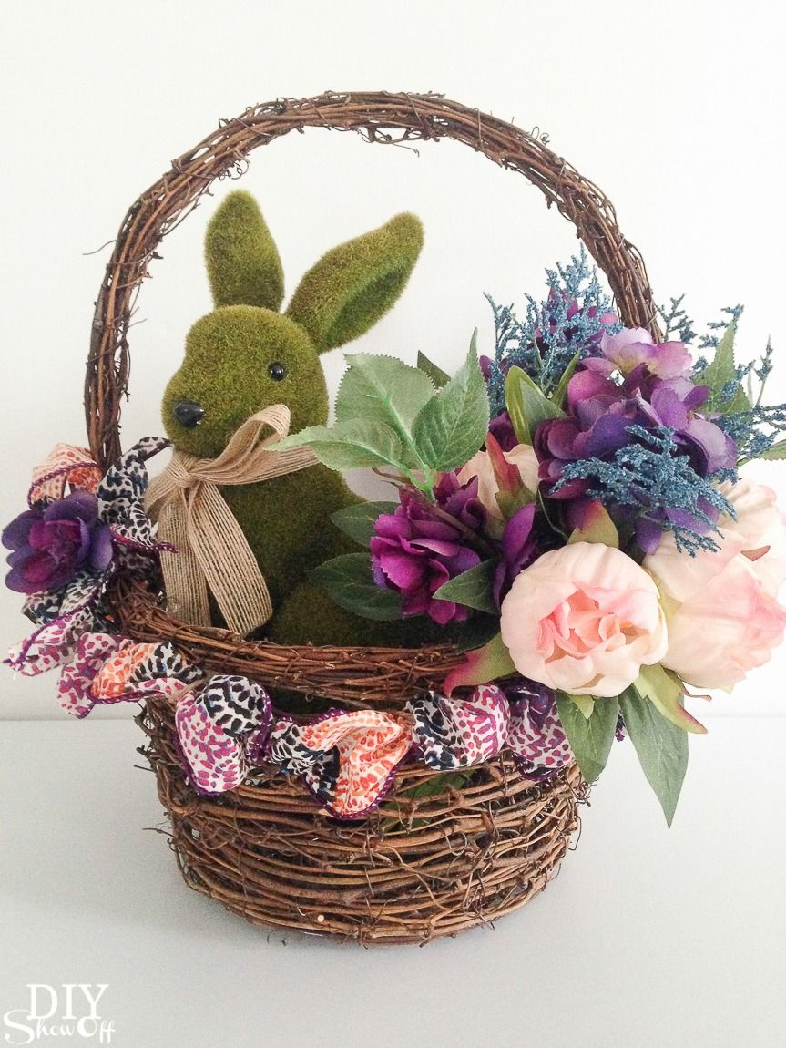 So pretty! DIY spring floral centerpiece tutorial. Perfect for Easter too! MichaelsMakers @diyshowoff