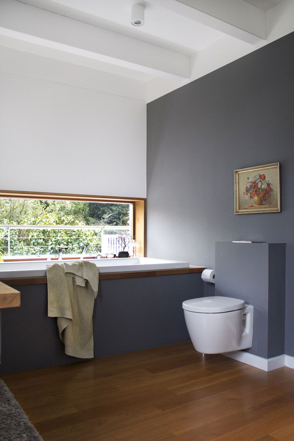 dieartige - Familienbad | Badewanne, WC + graue Wand | Luxus ...