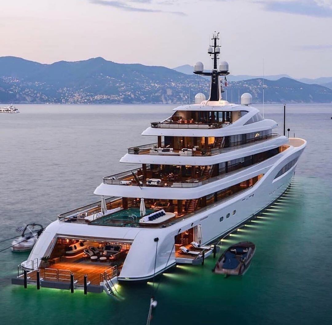 Pin by BloxBurg Natalie on Yachts in 2020 Luxury yachts