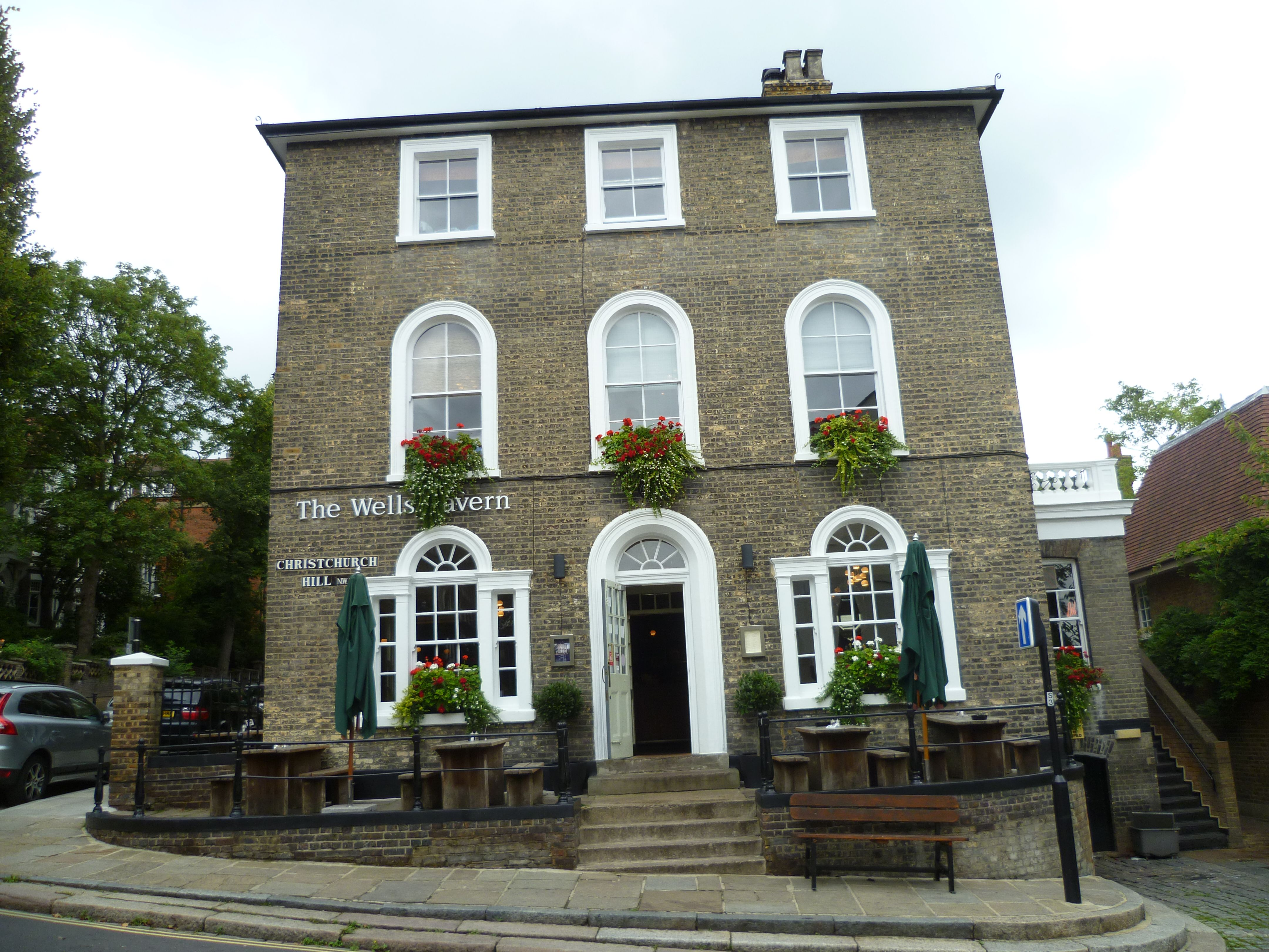 The Wells Tavern pub in the heart of picturesque Hampstead is a great place to stop by for a drink and a lovely pub lunch! #Hampstead #London #pub #londonpubs #publunch #seelondon #visitlondon #walklondon #londonvacation #vacation