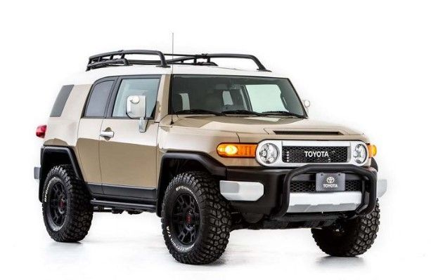 Today The Fj Cruiser Has A 4 0 Liter V 6 With 19 More Horsepower For A Total Of 258 It Also Offers Greate Fj Cruiser Toyota Fj Cruiser Fj Cruiser Accessories