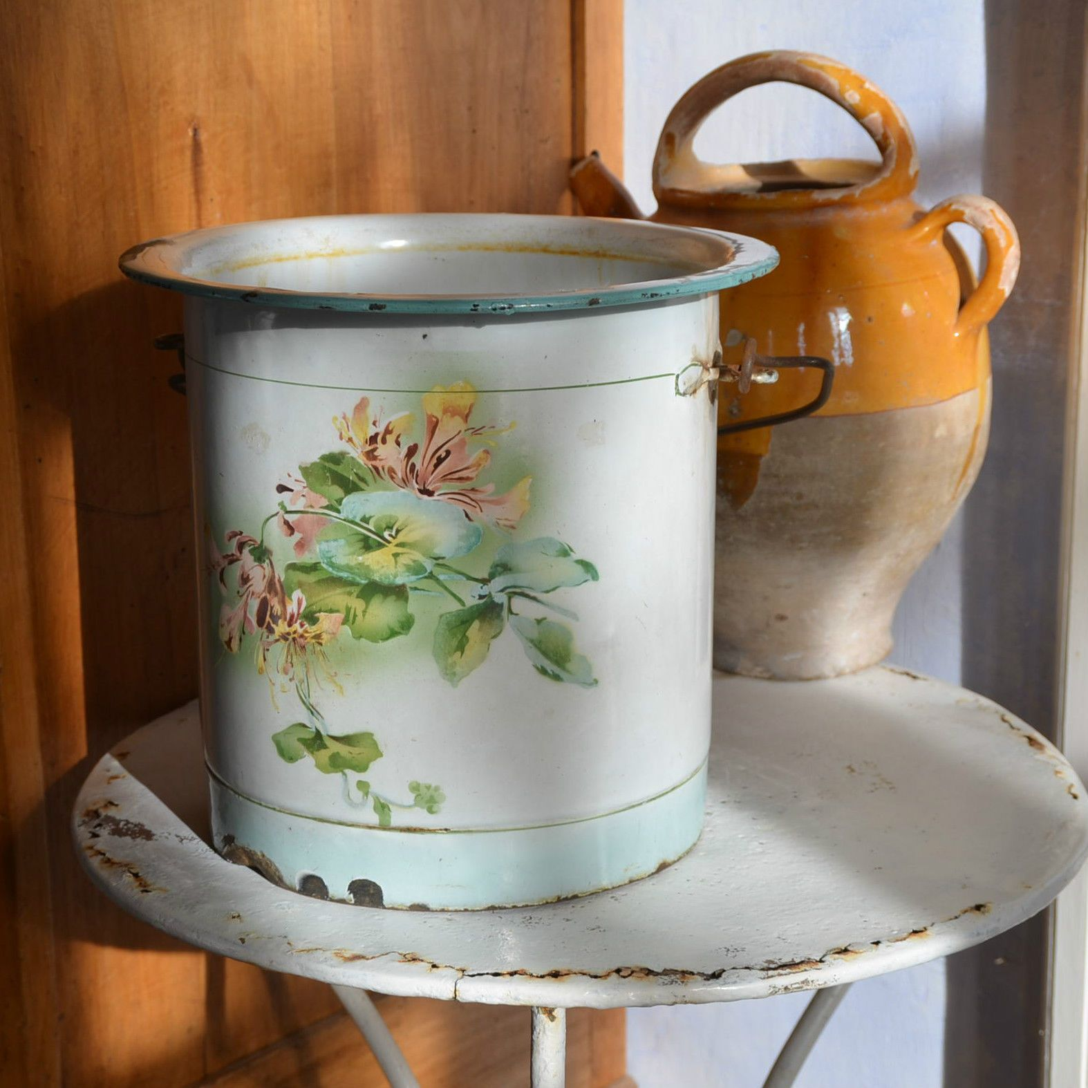 Vintage French Kitchen: Vintage French Enamel Bucket