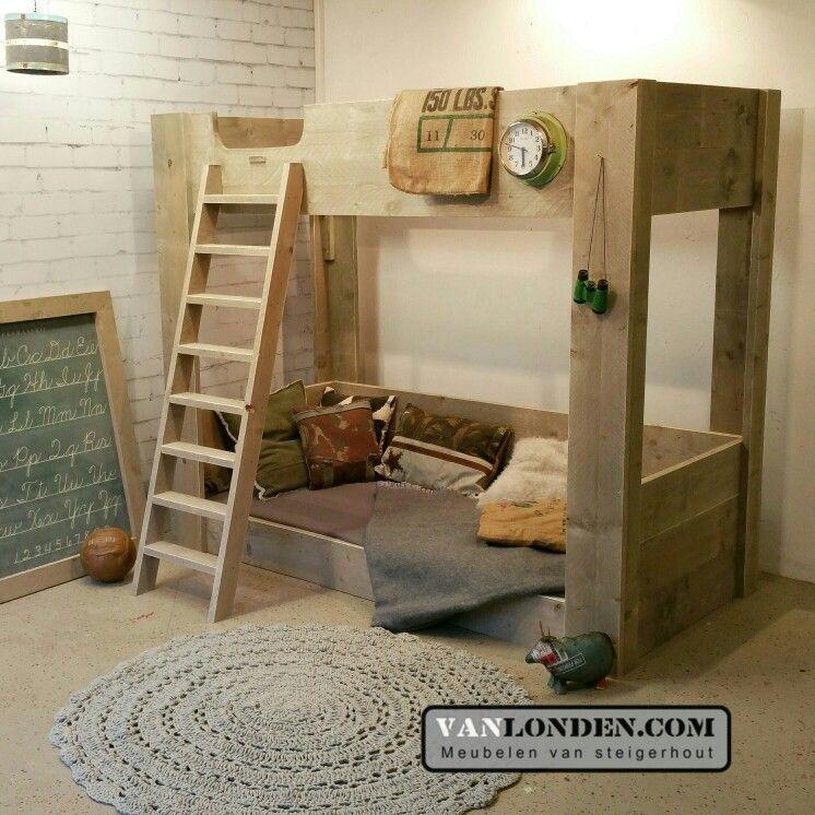 Hoogslaper stapelbed met onder een lounge bank plek van steigerhout - Loft bed met opbergruimte ...