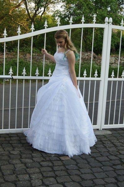 Rein+weißes,+zweiteiliges+Brautkleid+von+Julia+Mode+auf+DaWanda.com