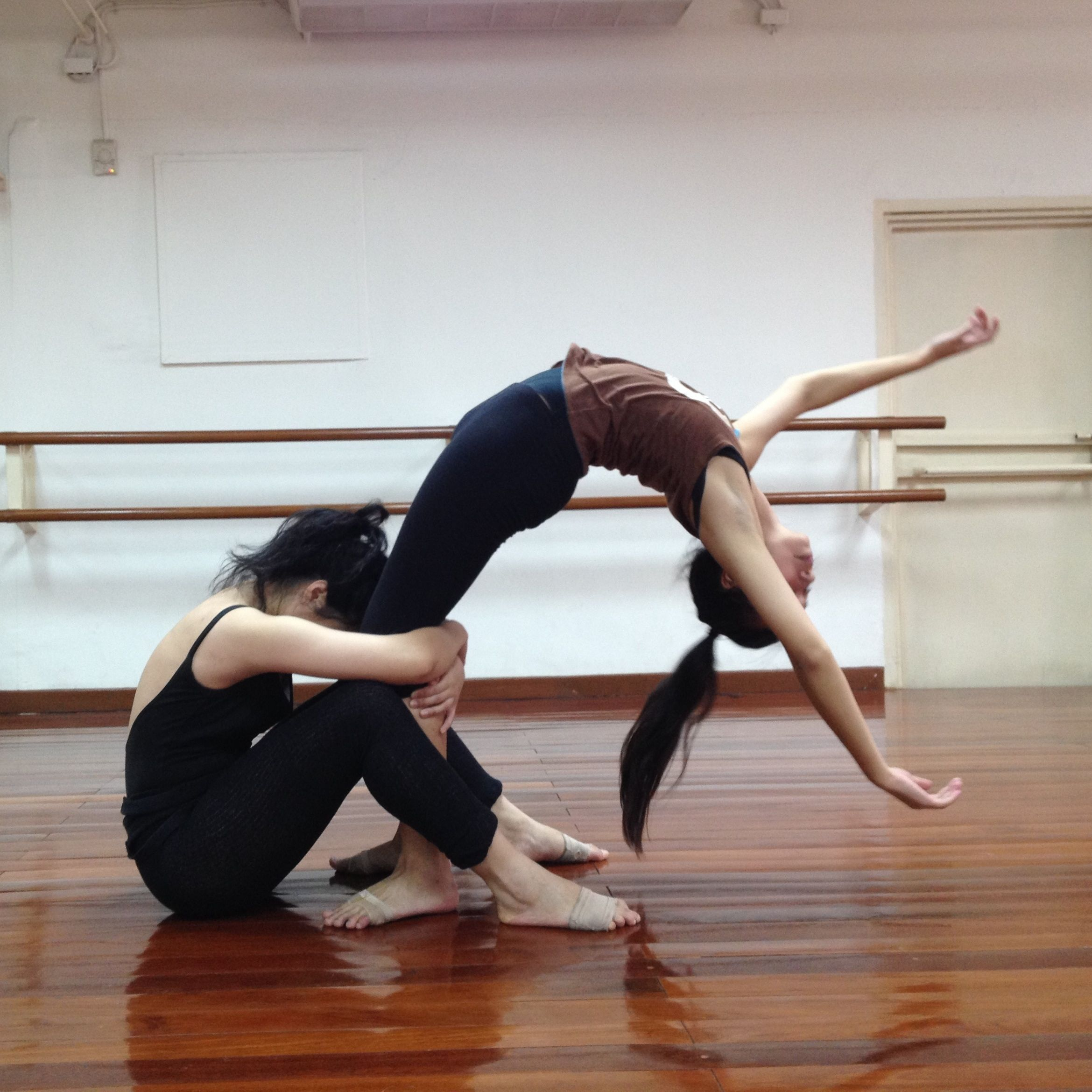 Contemporary dance class with Patrice Leroy at Aree School ...