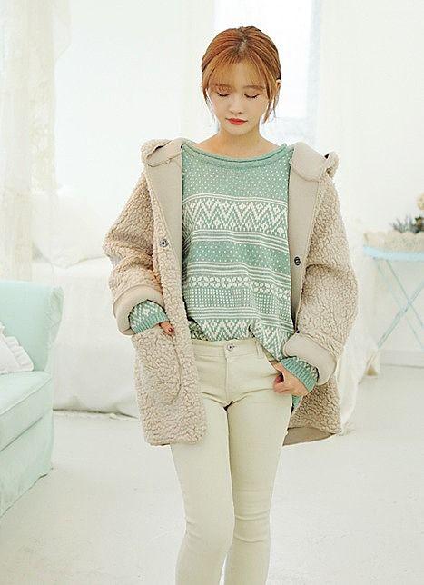Лёгкая бежевая осенняя женская куртка фотография №26