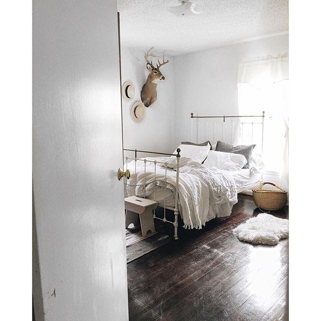 Bedroom via @heynataliejean #decor #home #deer #minimal ...