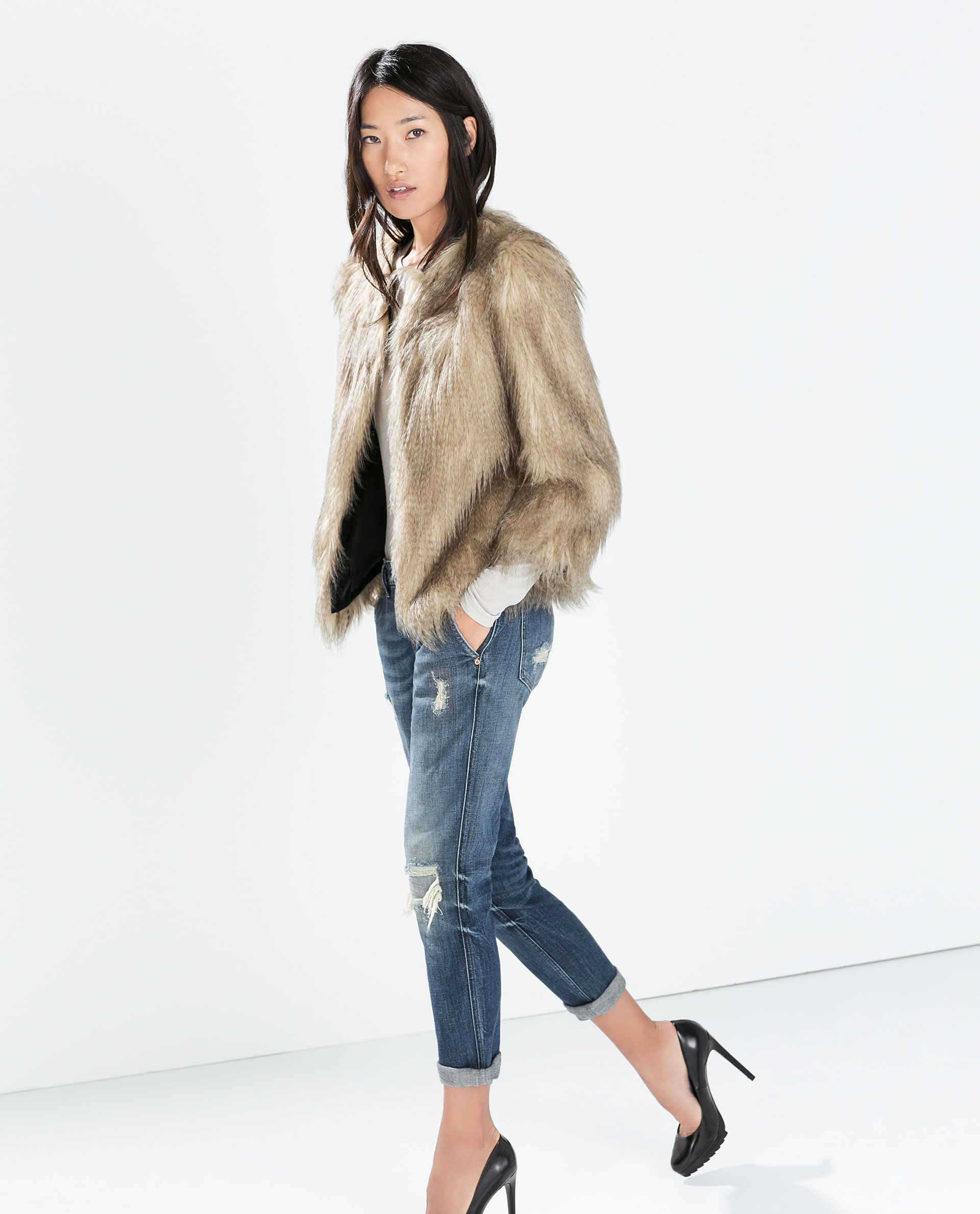 Image 2 of ROUND NECK FUR JACKET from Zara