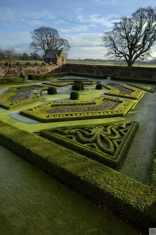 Historic Scotland Edzell Castle And Garden Property Detail Gardens Of The World Parterre Garden Landscape Design