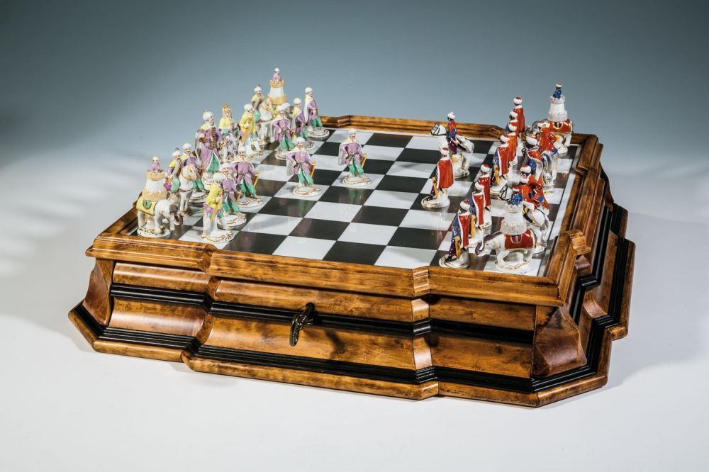 """Bedeutendes Schachspiel """"Mohren und Türken auf Augsburger Brettkasten""""Meissen, 1990 - nach einem"""