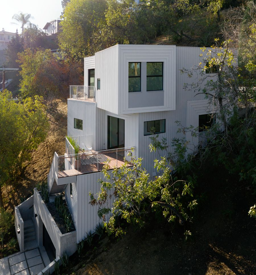 Freelandbuck Designs A Cascading Home On Steep Los Angeles Hillside Hillside House House On Stilts Architecture