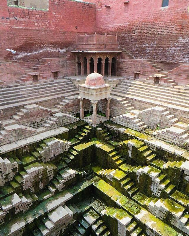 We pay tribute to the architectural marvel that is the ancient Indian stepwell. Photo by Victoria Lautman. More on ignant.net #architecture #india