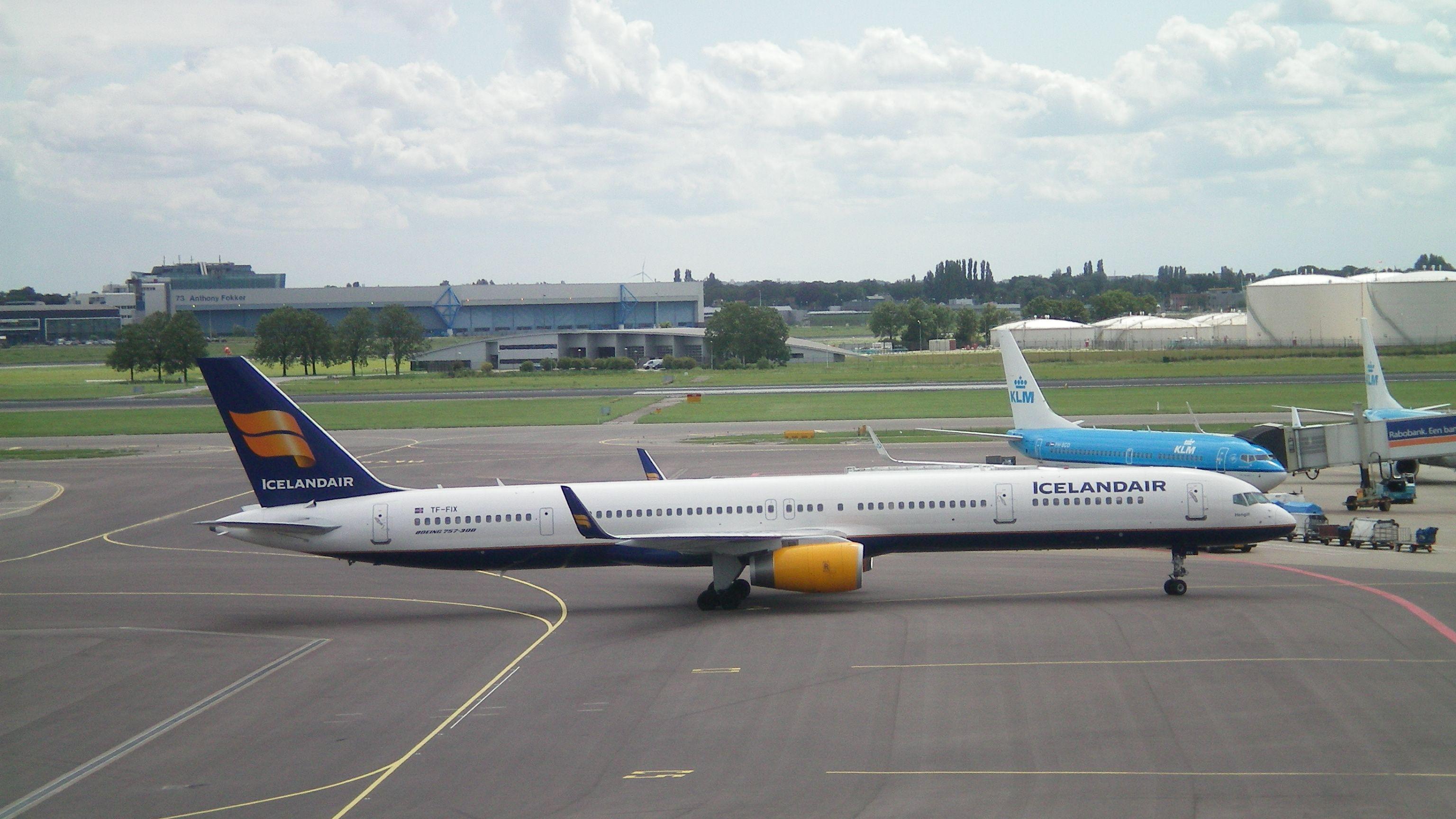 Boeing 757-300 Icelandair aircraft sticker