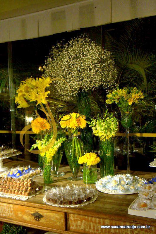 Flores Amarela Com Movel Rustico Com Imagens Cerimonial