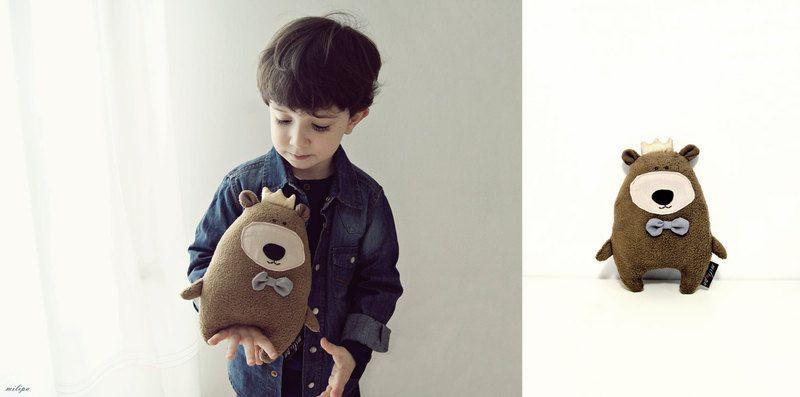 Kuscheltiere - TEDDY DER KÖNIG gefüllte Teddybär - ein Designerstück von milipa bei DaWanda