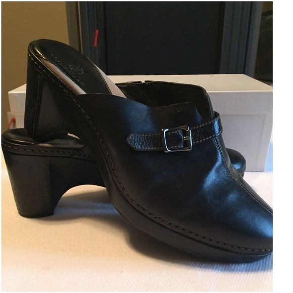 "Thanksgiving Sale $80 Cole Haan black Clogs. Ask for price reduction $80 I will lower and save you on shippingPerfect for jeans and pants. Black leather Cole Haan Clogs. Excellent condition. Heel is 3"". 11-8 Cole Haan Shoes Mules & Clogs"