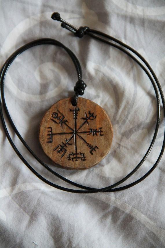 collier pendentif en bois talisman amulette compas viking vegvisir tatouages pinterest. Black Bedroom Furniture Sets. Home Design Ideas