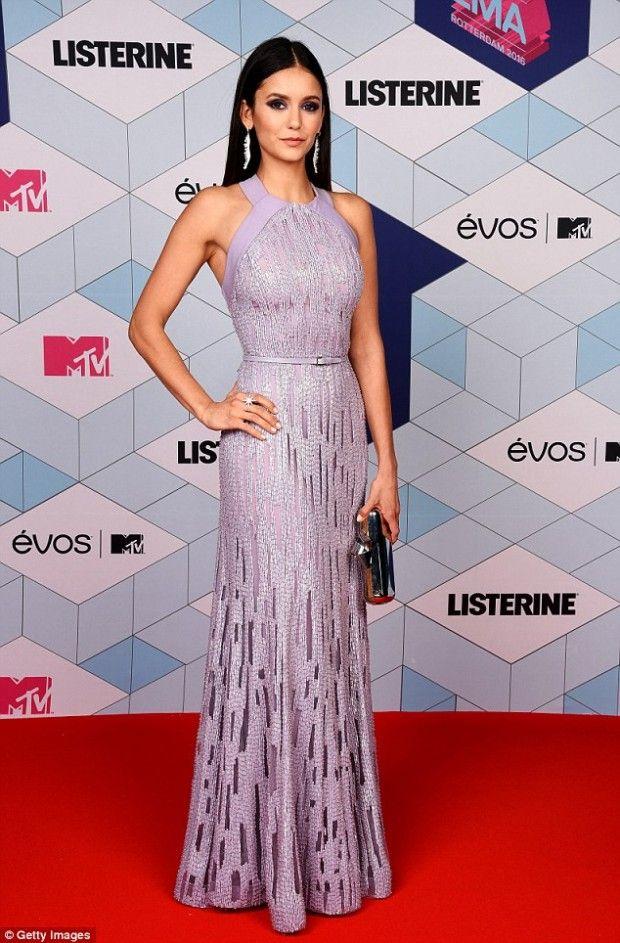 Nina dobrev a maior fashionista que voc respeita vestidos elegantes vestidos moda y - Alfombra nina ...