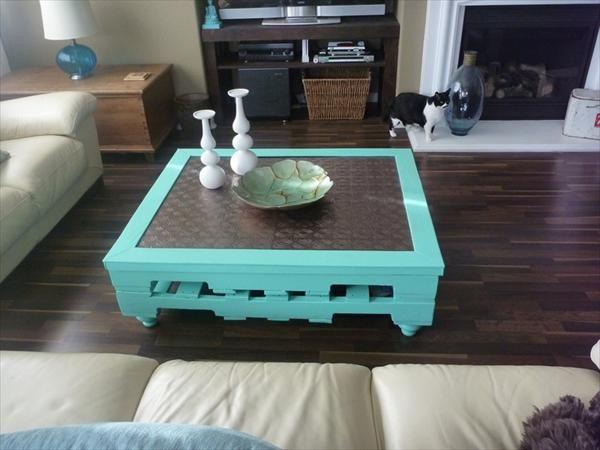 Reciclar un palet para convertirlo en mesa - http://decoracion2.com/reciclar-un-palet-para-convertirlo-en-mesa/63684/ #MesaHechaDePalet, #ReciclarUnPalet
