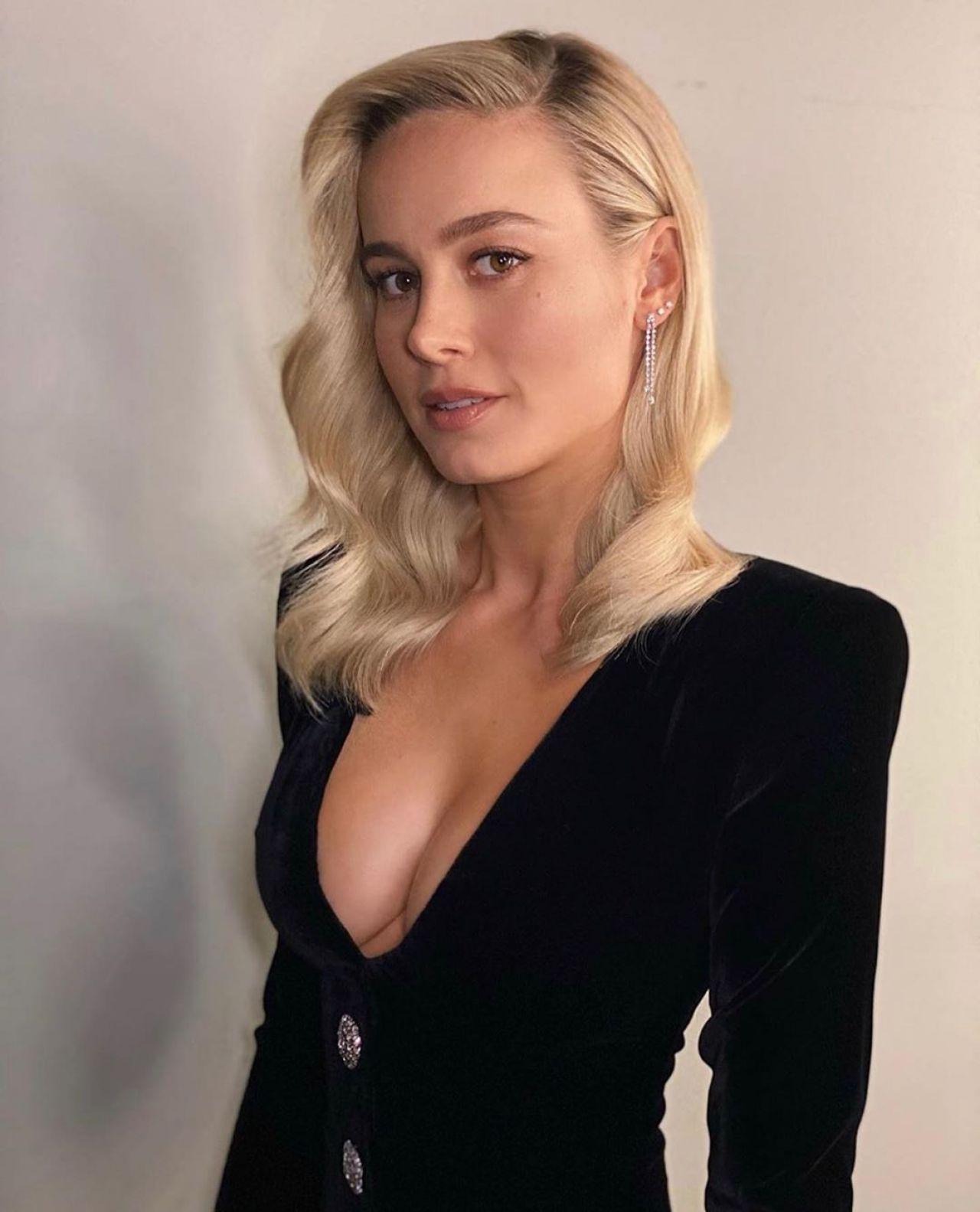 Who Did Brie Larson Go As For Halloween 2020 Brie Larson photoshoot in 2020 | Brie larson, Beautiful female