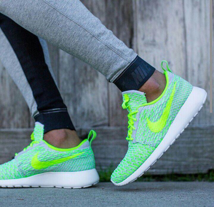 huge discount 3de1f b39d0 Scarpe Nike Fosforescenti, Scarpe Da Ginnastica Nike, Nike Running,  Esecuzione Ragazze, Nike