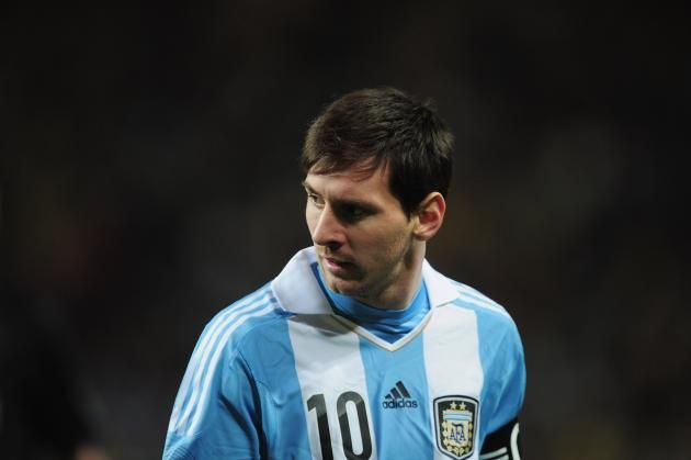 El fútbol es, sin lugar a dudas, el deporte más importante que existe en la actualidad. Es el que mayor interés despierta a nivel internacional, el que más acapara la atención en los medios y el que más dinero recauda cada año en todo el mundo. Y si hablamos de fútbol, hablamos de Lionel Messi, mayor posee
