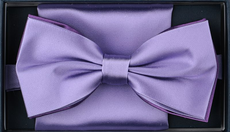 For bow tie lovers looking for a unique design, our feather bow ties are perfect choices. You can find various colors and color combinations of ties. Each feather bow tie is elegant and unique, while still maintaining your formal look. Unique, handmade feather bow ties in a variety of natural undyed feathers.