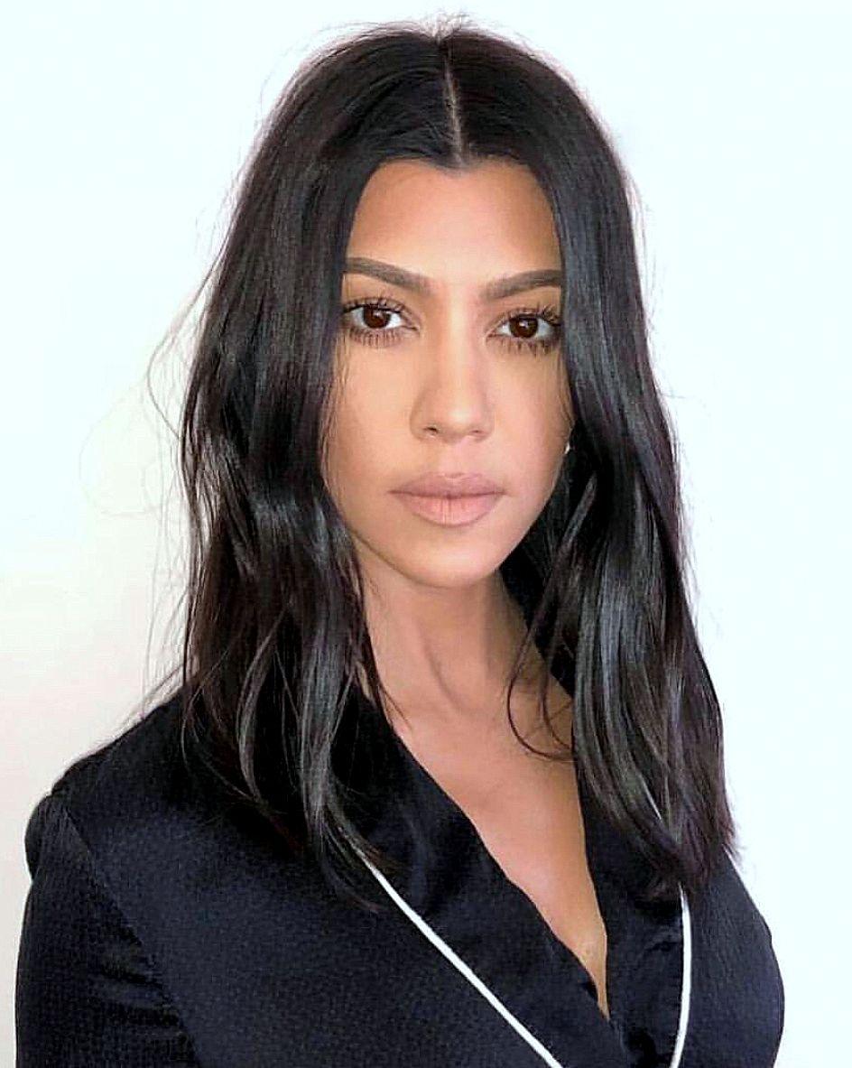 Pinterest Deborahpraha Kourtney Kardashian With Mid Length Hair Kourtney Kardashian Hair Kardashian Hair Kortney Kardashian Hair