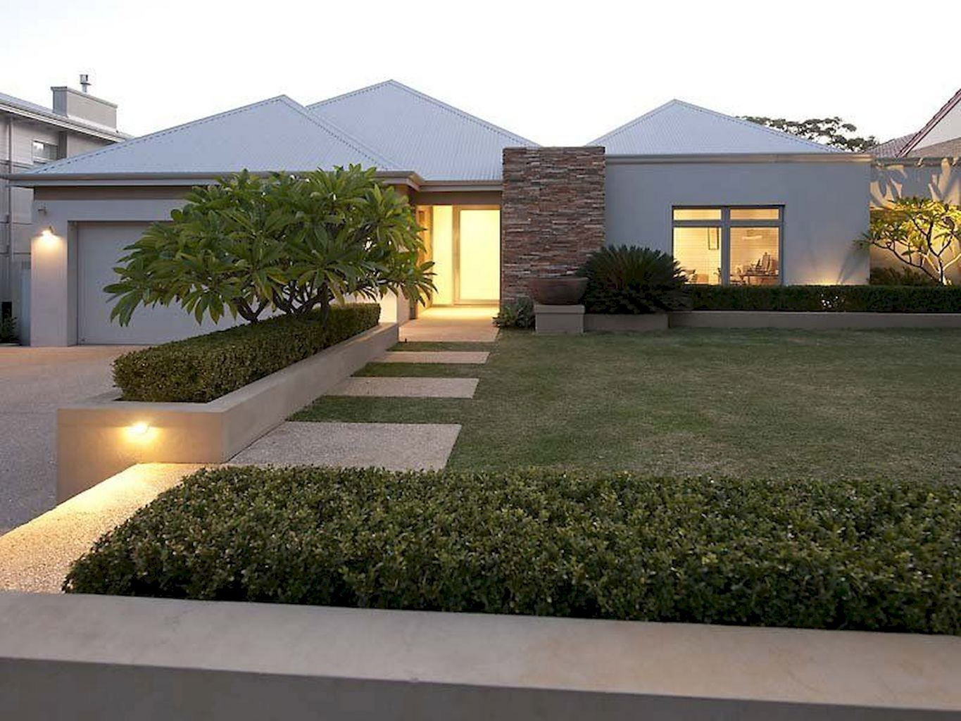 15 Spectacular Minimalist Front Garden Designs That Make Homes More Beautiful In 2020 Front Yard Garden Design Front Yard Landscaping Design Modern Front Yard