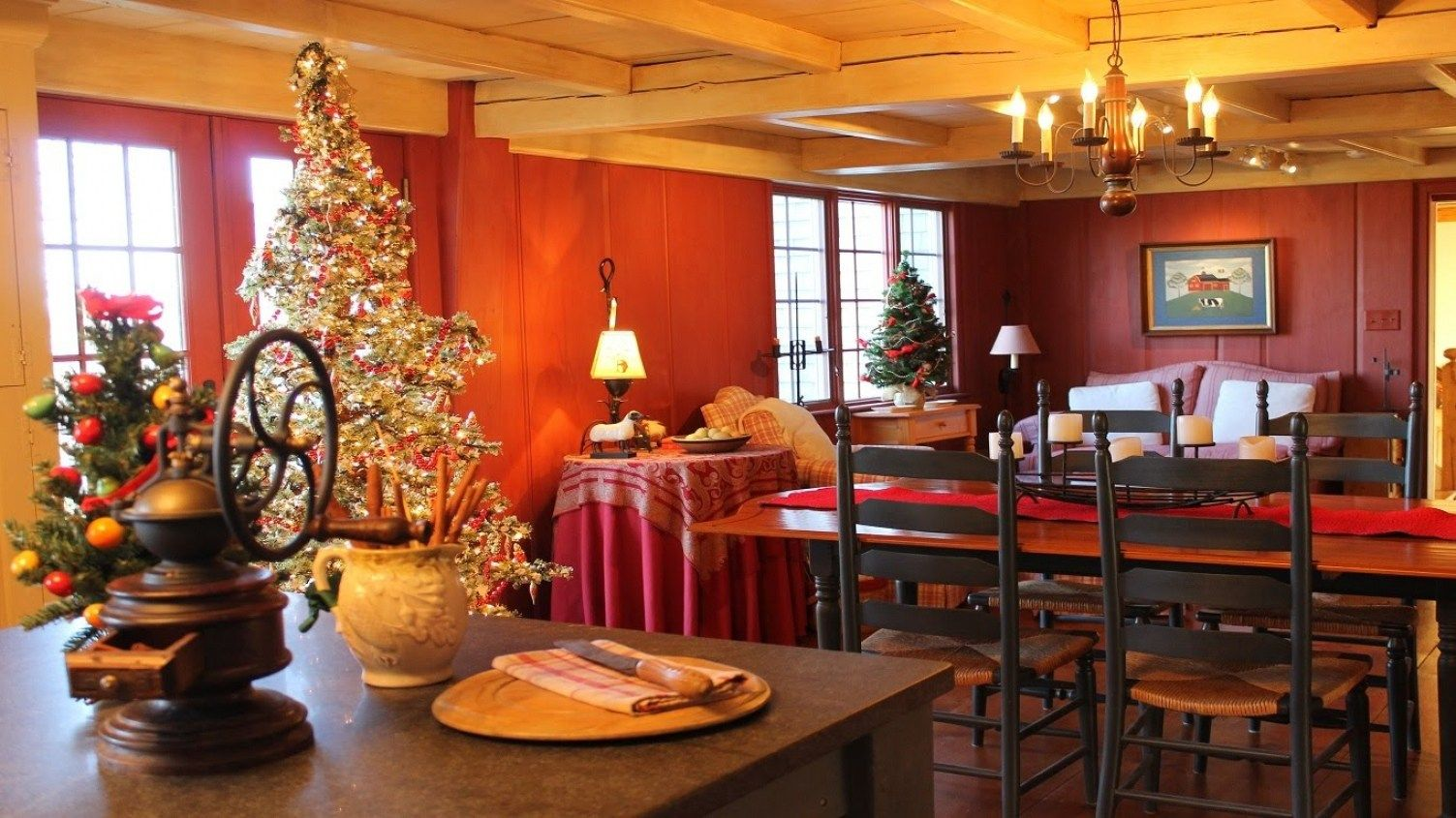 30 Christmas Decorating Ideas For The Kitchen | Christmas kitchen ...