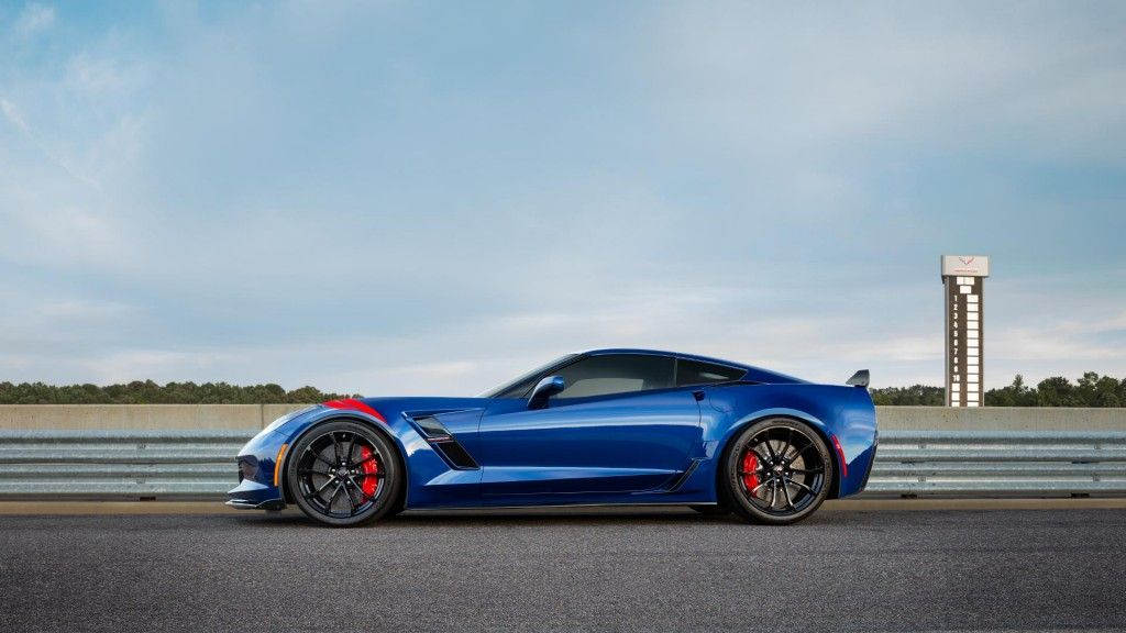 Side View Of The 2017 Chevrolet Corvette Grand Sport Sports Car Corvette Grand Sport Corvette Car