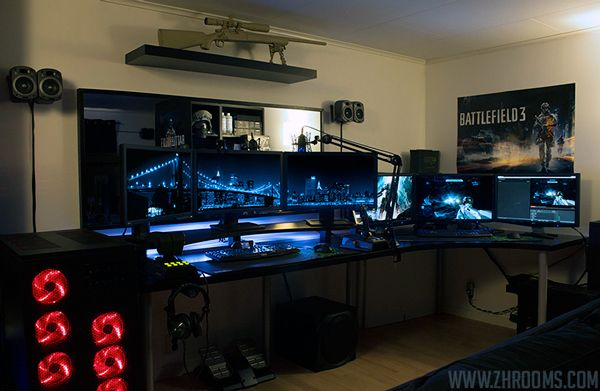 Maybe a mobile table 3 monitors that i hook up whenever - Habitacion gaming ...