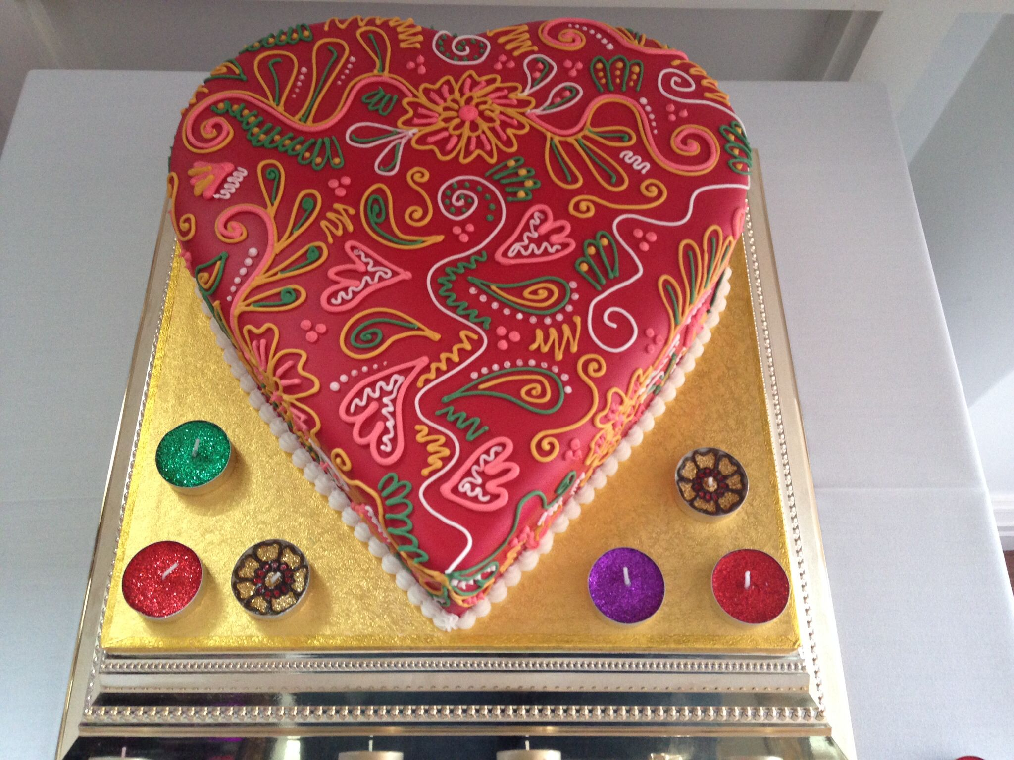 Paisley Mehndi Cake : Beautifully intricate piped design on a heart shaped cake for