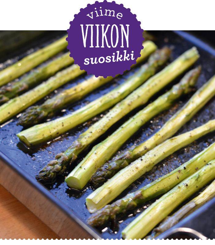 Parsasesonki on täällä ja sehän saa makulaiset villiintymään! Parsafanit innostuivat täysillä Keittiössä, kotona ja puutarhassa -blogin Minnan uunissa paahdetusta parsasta.