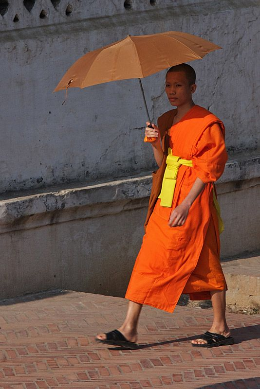 Buddhist Robes Young In Monk A Laos僧侣服装 TZPiuXlOkw