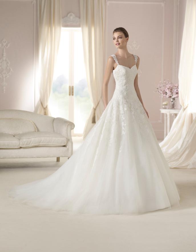 vestido de #novia con corte princesa, tirantes y escote en v. modelo